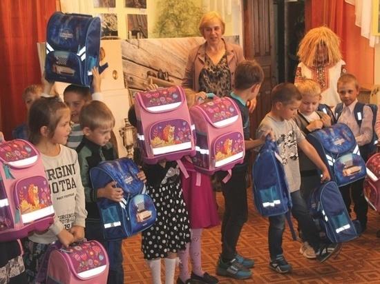 В Тверской области 60 будущих первоклассникам из малообеспеченных семей подарили все необходимое для учебы