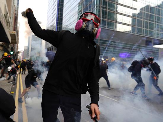 Почему в Гонконге протестующие вспомнили о советской Прибалтике