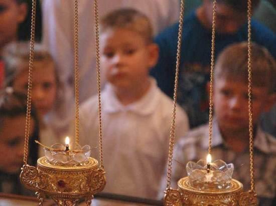 Храм святых мучеников в Калмыкии благословит на учебу