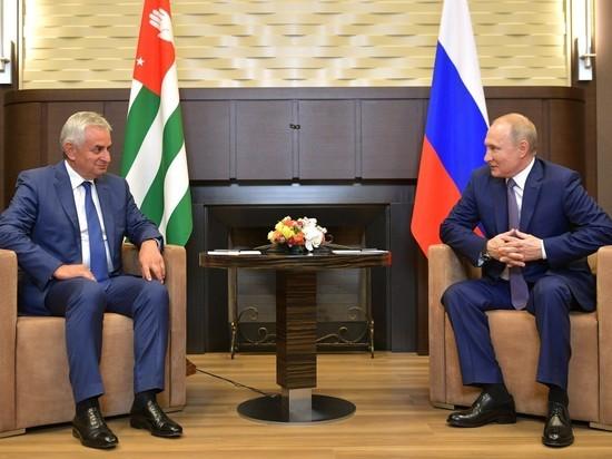 Выборы президента Абхазии: встреча с Путиным не гарантирует Хаджимбе победу