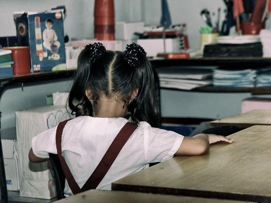Школьник устроил детскую оргию во дворе дома