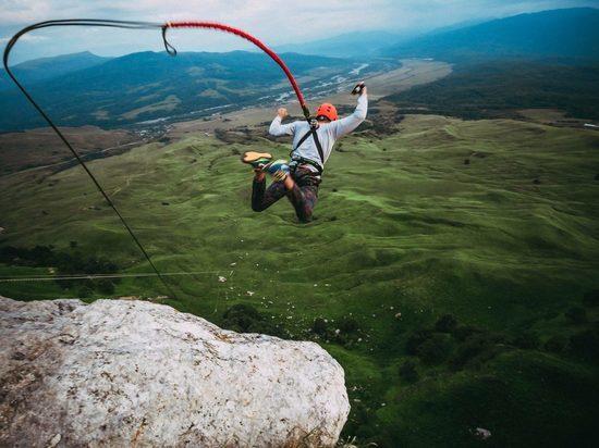 Турист сорвался с тарзанки в ущелье в горах Кабардино-Балкарии