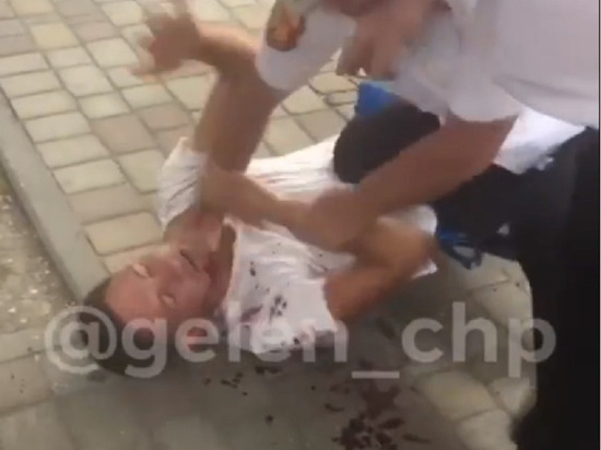 На Дне города в Геленджике казаки избили парня, хотевшего с ними сфотографироваться