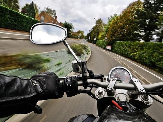 В Казани мотоцикл столкнулся с внедорожником