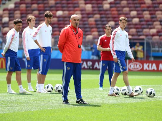 Главный тренер Станислав Черчесов назвал состав сборной России на отборочные матчи Евро-2020 против Казахстана и Шотландии.
