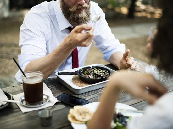 Пара засудила московский ресторан, где заразилась сальмонеллезом во время ужина