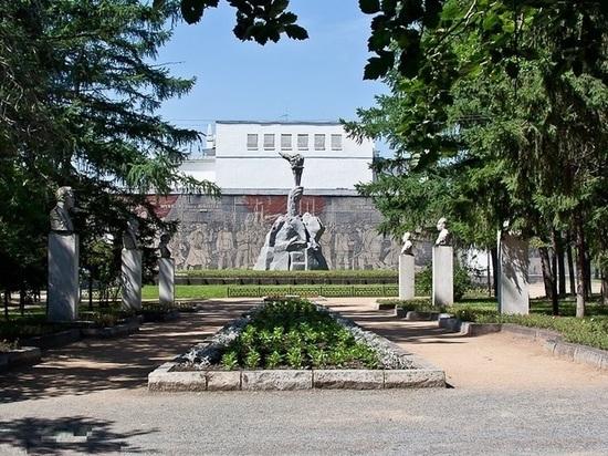 Сквер в центре Новосибирска закрыли на реставрацию