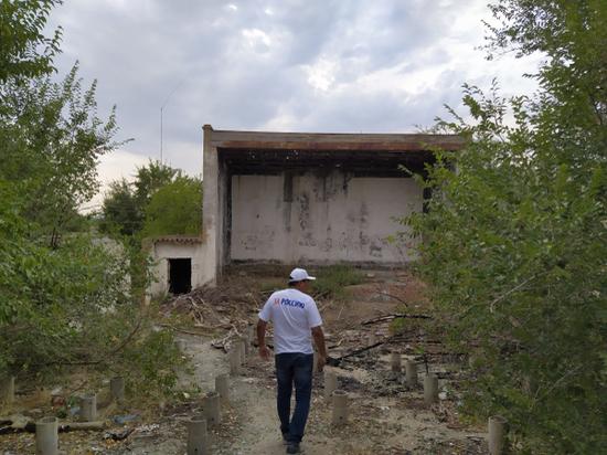 Активисты калмыцкого ОНФ просят снести еще один опасный объект