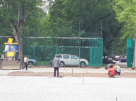 Реконструкция районных спортивных площадок вызывала вопросы у местных жителей