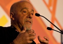 Пауло Коэльо извинился перед французами за президента Бразилии