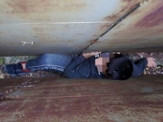 Уфимские спасатели помогли застрявшему между гаражей десятилетнему мальчику