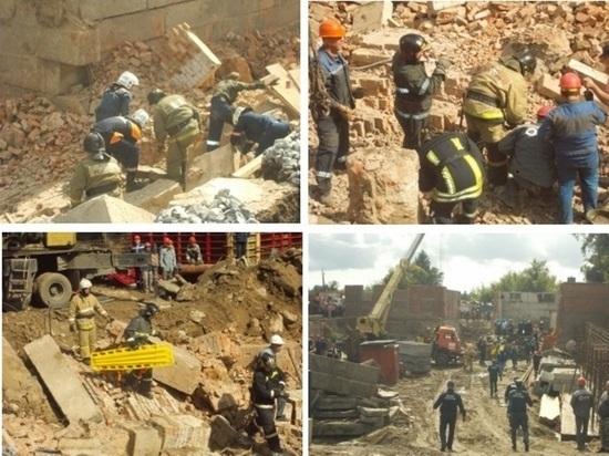 В Новосибирске под развалами обрушившегося здания остались люди