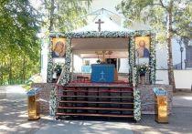 Митрополит Иларион (Алфеев) возглавил богослужение в Псково-Печерском монастыре