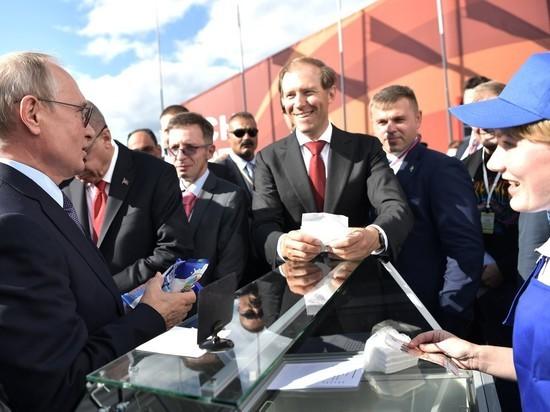 Кремль объяснил одну и ту же мороженщицу Путина на МАКСе