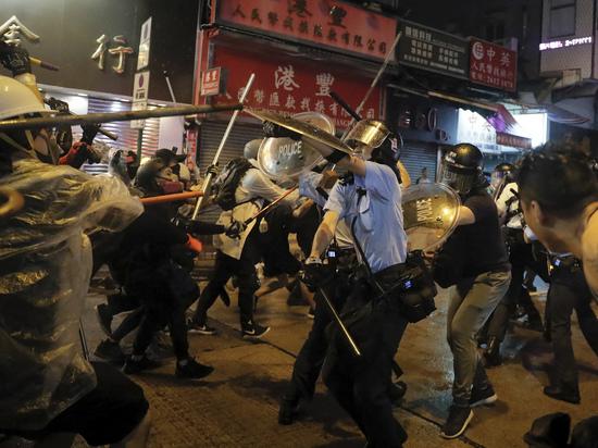 Протесты в Гонконге вмешиваются в планы мафии