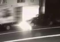 Психически нездоровый подросток поджег машину в центре Петербурга