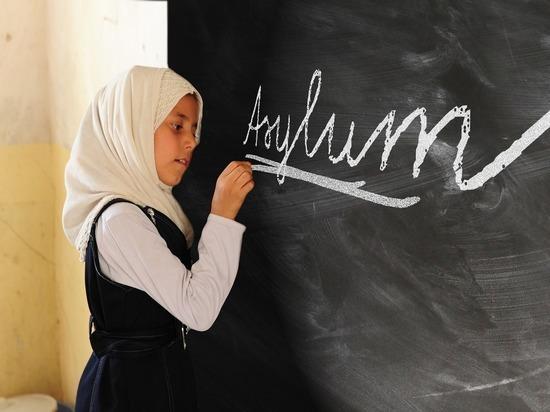 Запрет на платки в школах Германии вступит в силу