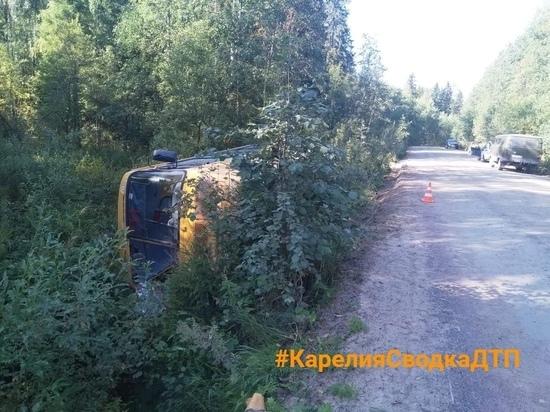 На трассе перевернулся автобус:13 человек пострадали