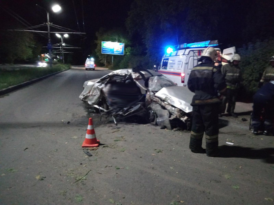 Рязанец на «Дэу» сбил пешехода и врезался в дерево, двое пассажиров погибли