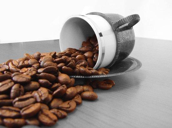 Людей, давно работающих без отпуска, призвали не пить кофе