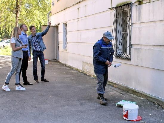 В Заволжском районе Твери ремонтируют фасады жилых домов
