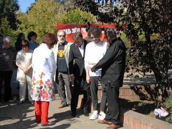 В Москве заложили именные плиты Лунгина и Раппопорт