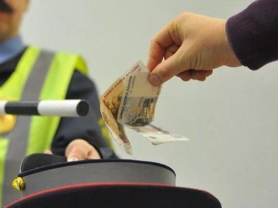 Госавтоинспекторы обвиняются в получении взятки
