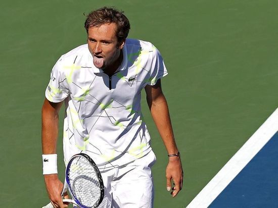 Российский теннисист Медведев оштрафован за неспортивное поведение