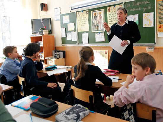 Васильева рассказала о школьных реформах: запрет мобильных, зачеты вместо оценок