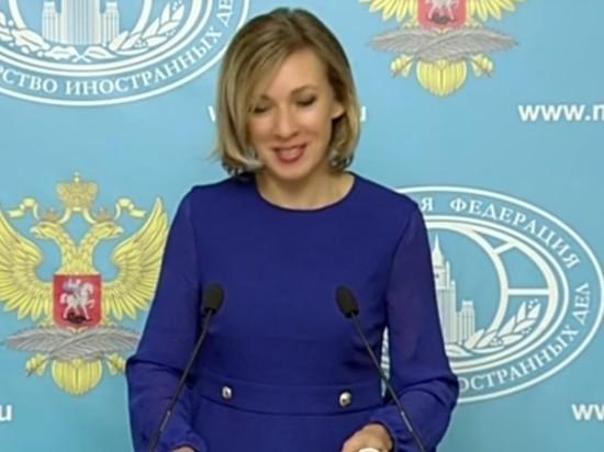 Захарова заявила о глупом положении Польши из-за отказа пригласить Россию