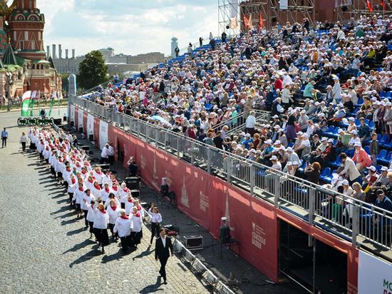 Участники проекта «Московское долголетие» выступили на фестивале «Спасская башня»