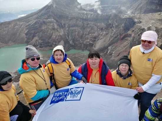 Камчатские почтари водрузили свой флаг на вулкане Горелый