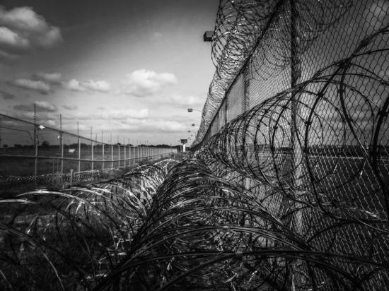 В колонии Новосибирска заключенному разорвали зашитый после пыток рот