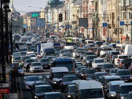 Школьные линейки создали в Петербурге пробки в 9 баллов