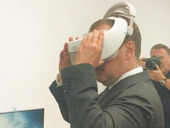 Медведев пообещал покончить с третьими сменами в школах