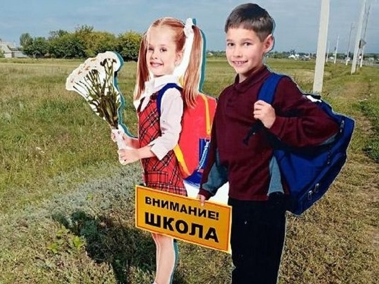 В Тамбовской области установили деревянных школьников