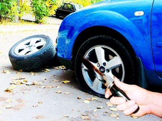 Еще один жительХакасиирешил наказать чужие шины за несложившуюся жизнь