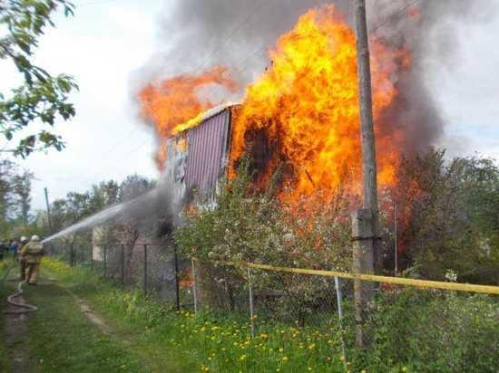 По сообщению пресс-службы МЧС республики, накануне зафиксировано 2 пожара, жертв нет