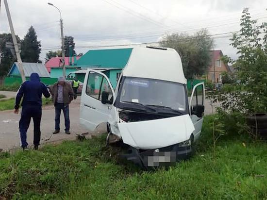 При столкновении «Нивы» с автобусом в Башкирии пострадали три пассажирки