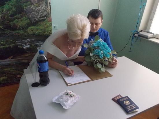 Нас пригласили на бракосочетание женщины и… женщины в мужском обличье