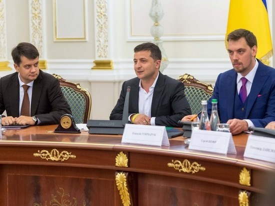 Эксперты считают, что президент Украины занимается не тем, чем надо