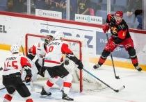 Хоккей: «Авангард» вырвался вперёд