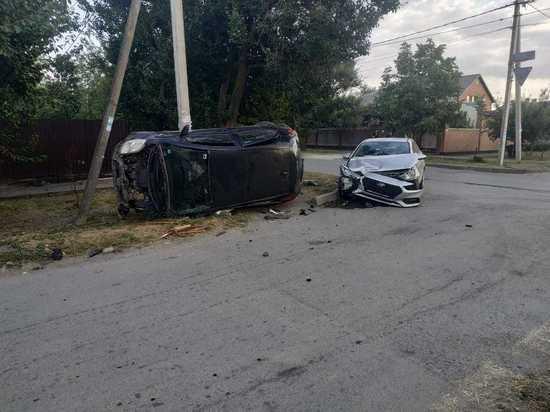 В Волгодонске столкнулись две иномарки: пострадала пенсионерка