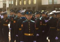 1 сентября 360 учащихся 5-7 классов торжественным строевым шагом вышли на плац Кемеровского Президентского кадетского училища (КПКУ)