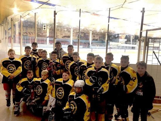 Илья Середюк поздравил юных кемеровских хоккеистов с победой на турнире в Бердске