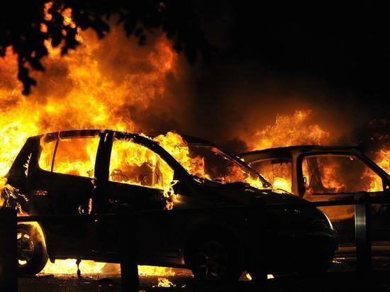 Сегодня ночью в Архангельске горели две иномарки