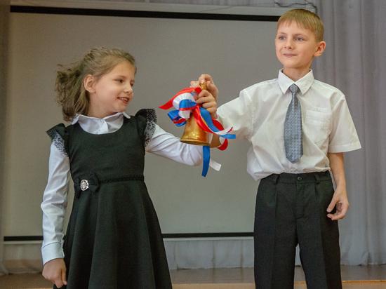 Школьникам гимназии №9 в Ставрополе вручили подарки от СГРЦ