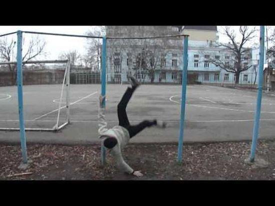 В Соль-Илецке подросток упал с турника