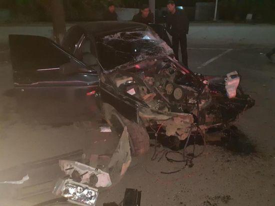 В Башкирии легковушка протаранила столб: 18-летний водитель чудом выжил
