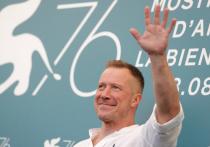 Алексей Кравченко представил в Венеции «Раскрашенную птицу»